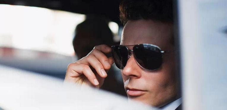 男人照片车内生活照
